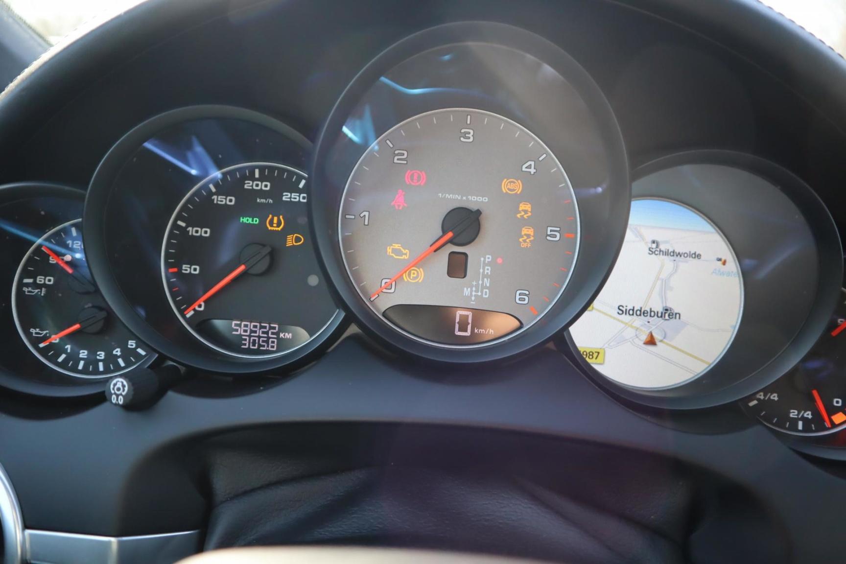 Porsche-Cayenne-38